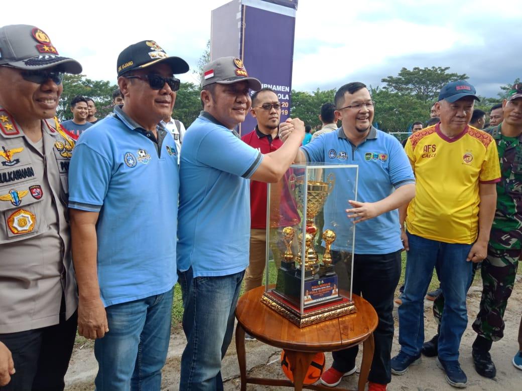 Gubernur dan Piala Bergilir U-20 yang diperebutkan 16 Clun Sepak Bola di Lahat.