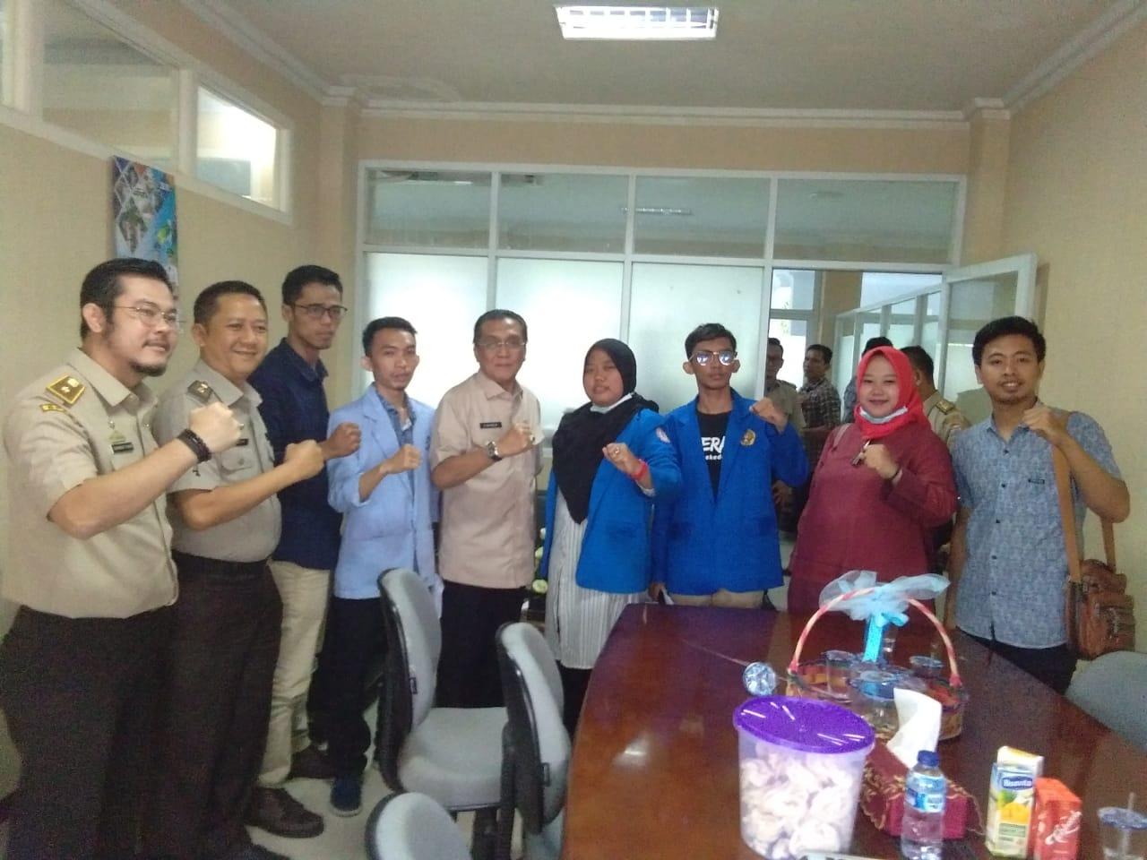 Enho dkk, usai aksi dan berdialog dengan Assisten II Pemkot Palembang