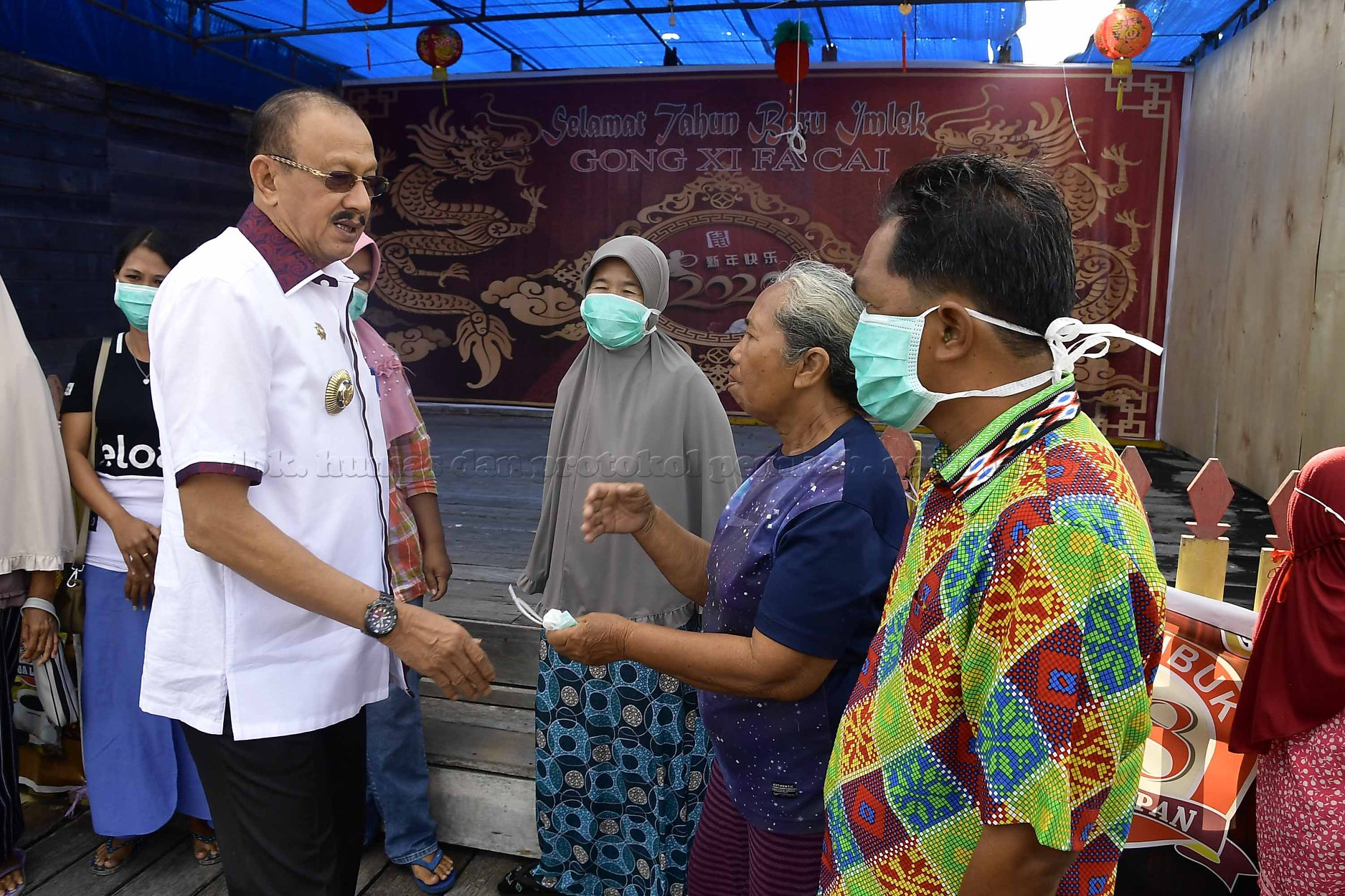 Bupati Natuna Hamid Risal, terus menyambangi warganya, agar tak perlu khawatir lagi soal penempatan WNI asal Wuhan di Natuna