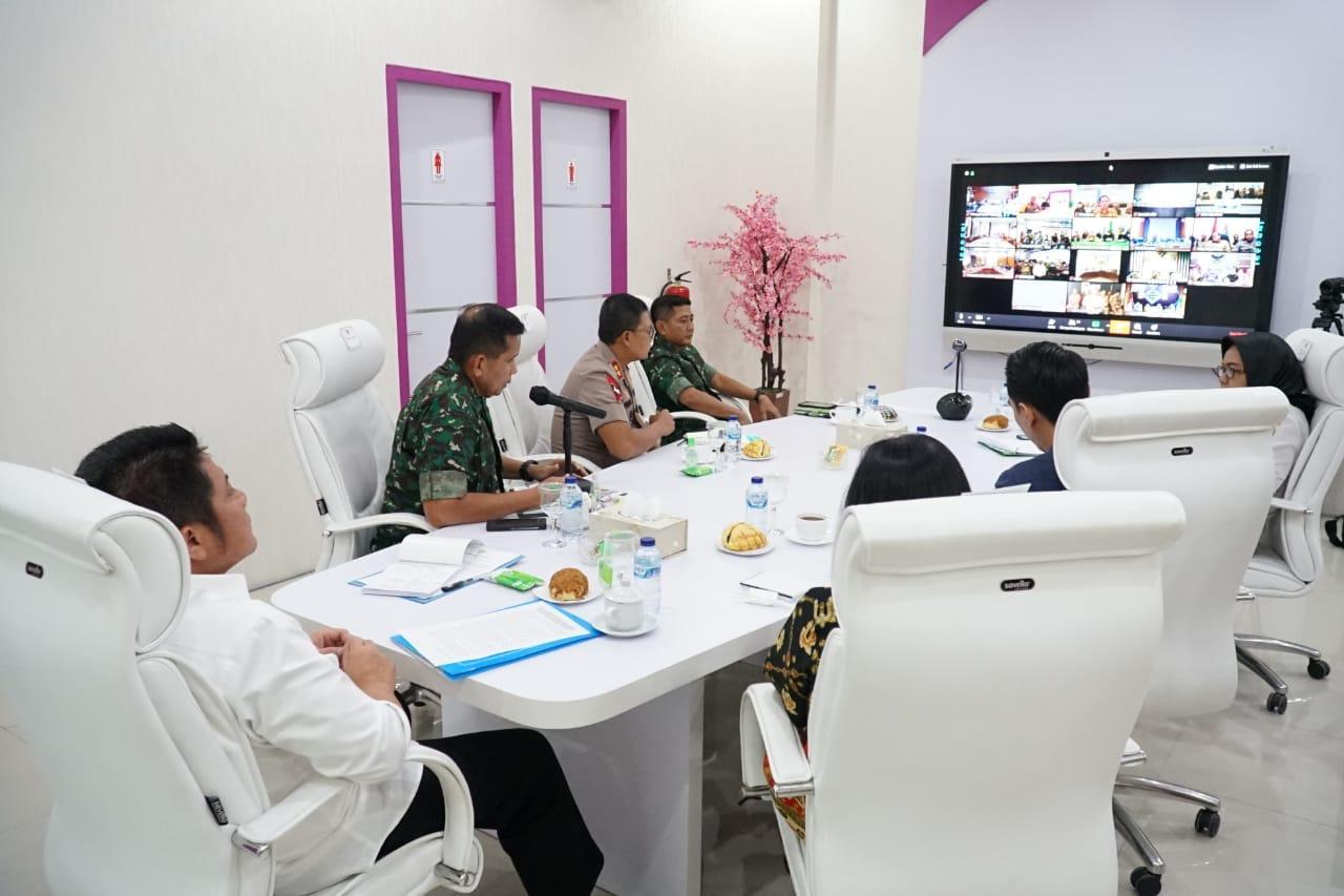 Gubernur rapat melalui telekonfrence bersama Bupait dan Walikota se Sumsel