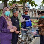 BPSDM Sumsel Bagikan Sembako Gratis Kepada Warga Pekerja Sektor Informal