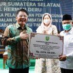 Gubernur Sumsel  Gelontorkan Bantuan Untuk Infrastruktur di OKU Timur