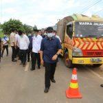Herman Deru Tinjau Pengerjaan Perbaikan Jalan Simpang Belimbing – Pendopo PALI